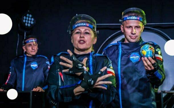 Ile waży jabłko na Marsie? | spektakl